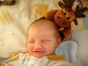 赤ちゃん、新生児微笑、新生児模倣