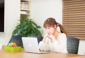 パソコン、働く女性