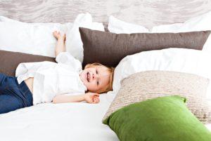 子ども、ベッド