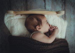 赤ちゃん、指しゃぶり